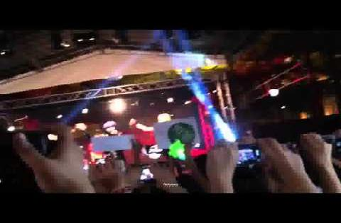 121102 2NE1's Amazing Surprise Performance at Clarke Quay' in Singapore - I DONT CARE