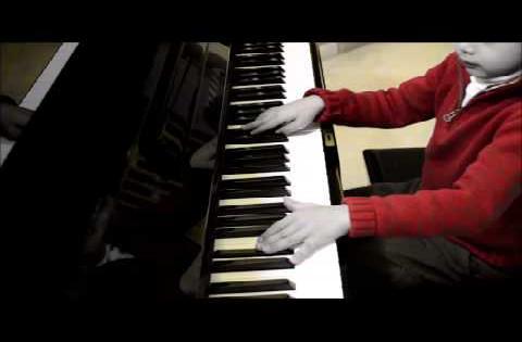 Nicholas (6yrs) plays Nostalgy (Richard Clayderman) on Piano